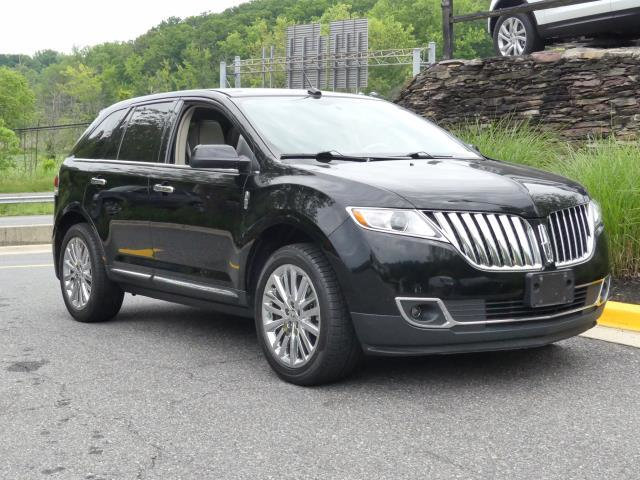 Pre-Owned 2011 Lincoln MKX AWD 4dr