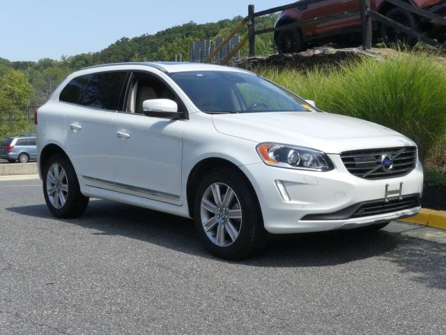 Pre-Owned 2016 Volvo XC60 AWD 4dr T6 Platinum